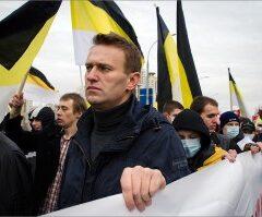 Навальный призвал идти на Русский Марш