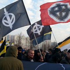 Задержанные на Русском Марше в Москве продолжают удерживаться в отделении